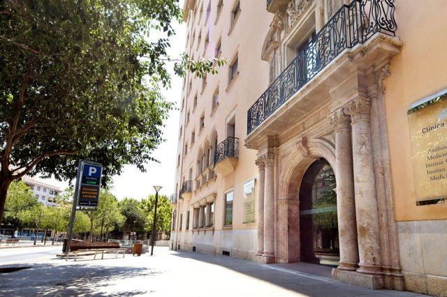 Clínica-Rotger-Hospital-Mallorca-Edificio-Entrada-Vía-Roma