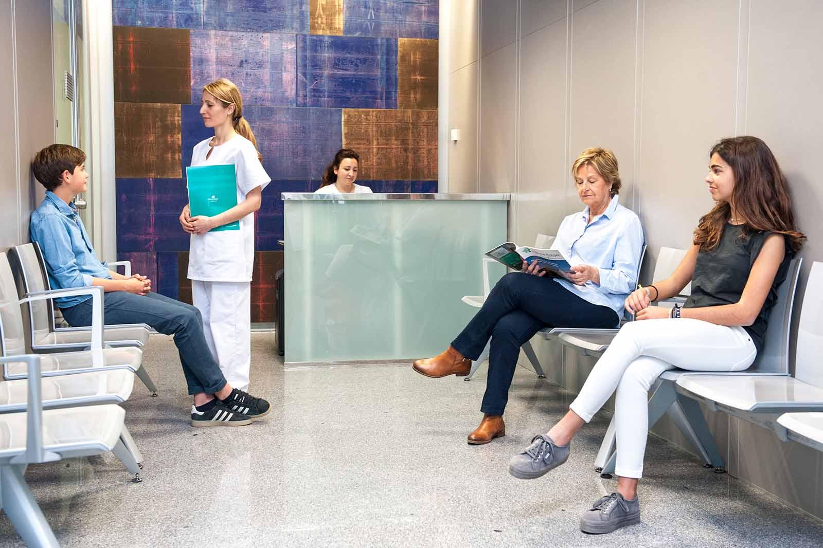 Análisis-Clínicos-Sala-de-Espera-Clínica-Rotger-Hospital-Mallorca