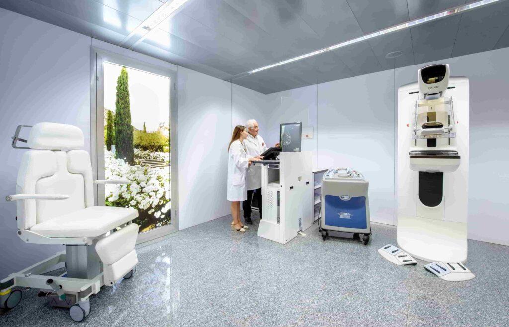 Mamógrafo digital 3D de Clínica Rotger.
